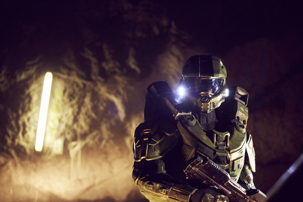 Master Chief walks through the mine