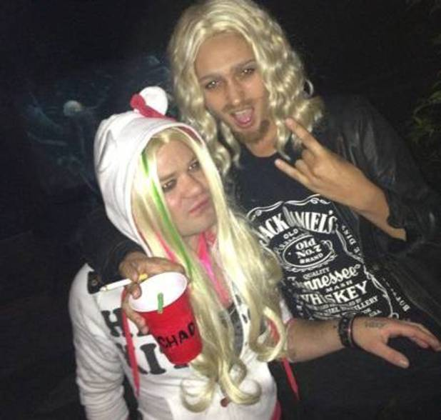 Deryck Whibley and his girlfriend dress up as Avril Lavigne and Chad Kroeger