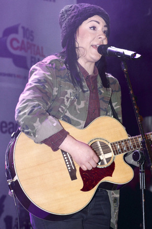 Lucy Spraggan, Christmas Light Switch-on Charity Concert, Meadowhall