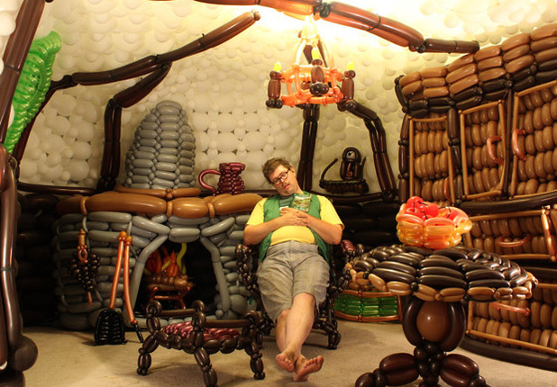 Jeremy Telford from Pleasant Grove, Utah builds Hobbit Hole using 2,600 balloons