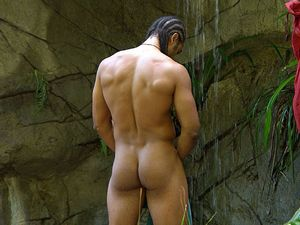 David Haye gets naked for a shower on I'm A Celebrity Get Me Out Of Here