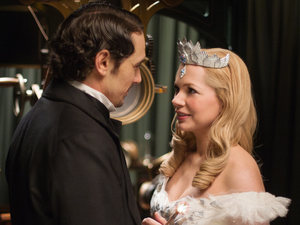 Oz The Great and Powerful - Michelle Williams and James Franco