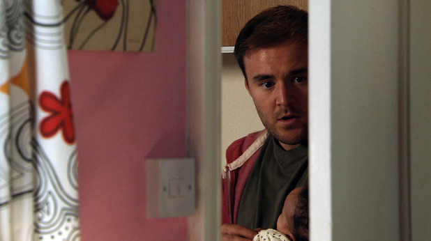 Tyrone sees Kirsty threaten Fiz