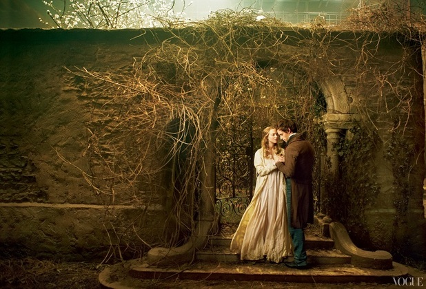 'Les Misérables' promotional pictures: Amanda Seyfried and Eddie Redmayne