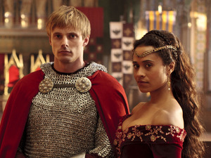Merlin S05E08 - &#39;The Hollow Queen&#39;: Gwen (ANGEL COULBY), King Arthur Pendragon (Bradley James)