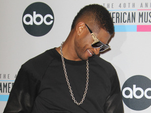 Usher at the AMAs 2012