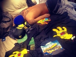 Rihanna tweets picture of Chris Brown in bed