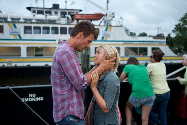 Julianne Hough, Josh Duhamel in &#39;Safe Haven&#39;