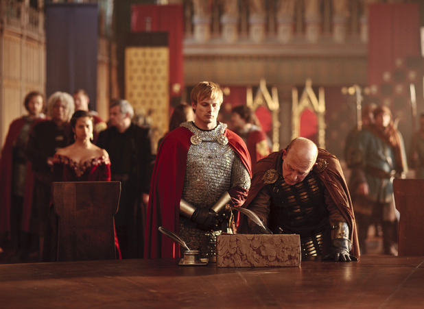 Merlin S05E08 - 'The Hollow Queen': Sarrum (JOHN SHRAPNEL), King Arthur Pendragon (Bradley James), Gwen (ANGEL COULBY)