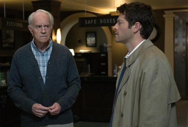 "Supernatural (""Hunteri Heroici"" - S08E08): Mike Farrell as Fred and Misha Collins as Castiel"