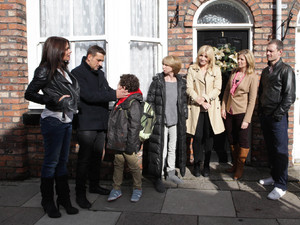 Corrie, Carla and Peter return to the street, Mon 10 Dec 2012