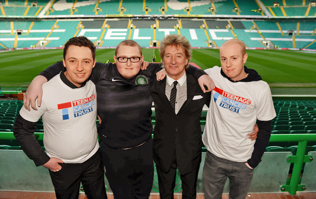 Rod Stewart pictured at Celtic FC with Jamie Freel, 19, Colin Reynolds, 18 and Mark Canning, 21
