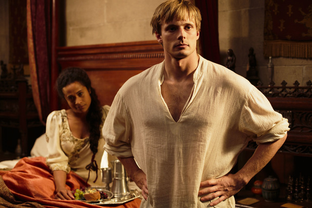 Gwen (ANGEL COULBY), King Arthur Pendragon (Bradley James)