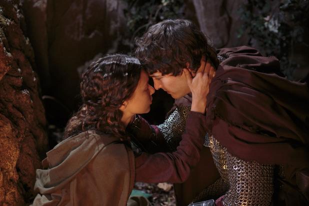 Kara (ALEXANDRA DOWLING), Mordred (ALEX VLAHOS)