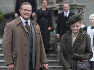Downton Abbey - Christmas Special 2012: HUGH BONNEVILLE as Lord Grantham and MAGGIE SMITH as Dowager Countess
