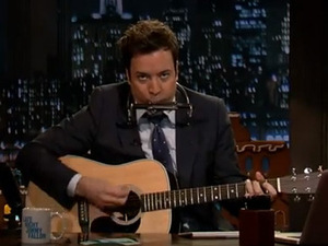 Jimmy Fallon sings 'Jingle Bells, Batman Smells' as Bob Dylan - video still