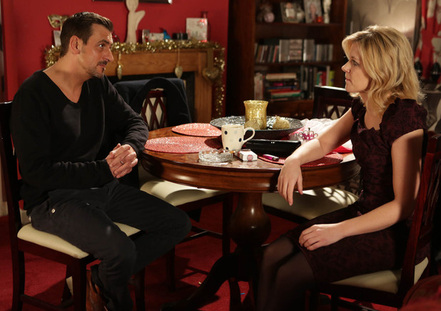 Peter suggests he and Leanne give their relationship another go