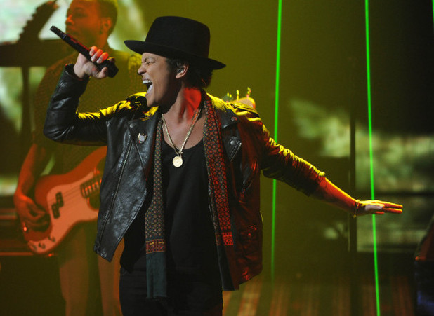 The X Factor USA semifinals results show: Bruno Mars performs