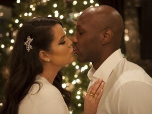 Khloe Kardashian and Lamar Odom Behind The Scenes At The Kardashian&#39;s 2012 Family Christmas Card Shoot