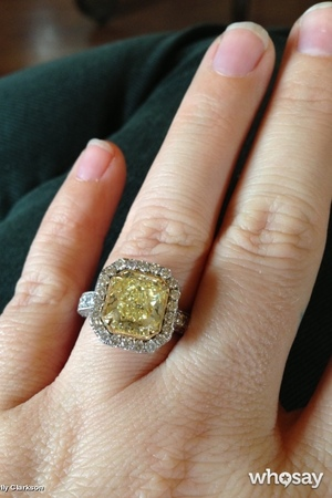 Kelly Clarkson reveals engagement ring on who say