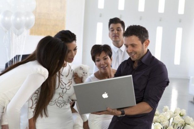 Behind The Scenes At The Kardashian&#39;s 2012 Family Christmas Card Shoot