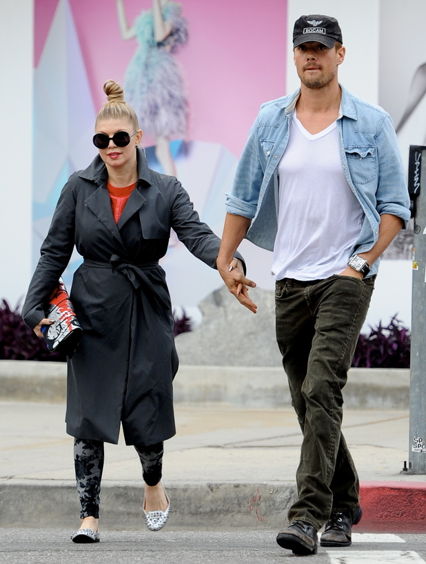 Pop star diva Fergie out christmas shopping for kitchen appliances with hubbie Josh Duhamel in West Hollywood