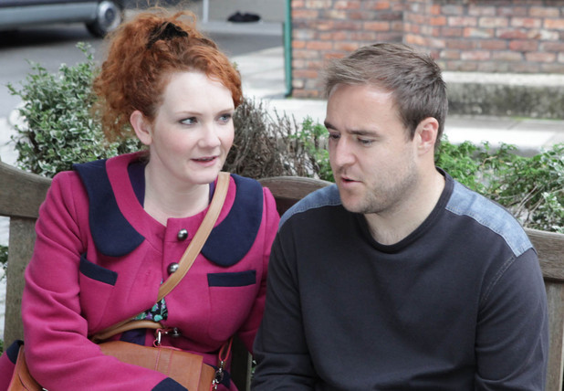 8041: Tyrone meets Fiz, explaining that once he's married he plans to take Ruby and leave Kirsty