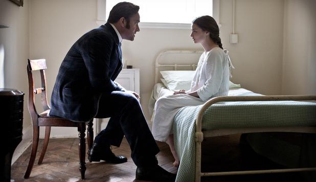Ripper Street S01E04: Edmund Reid (MATTHEW MACFADYEN), Lucy Eames (EMMA RIGBY)
