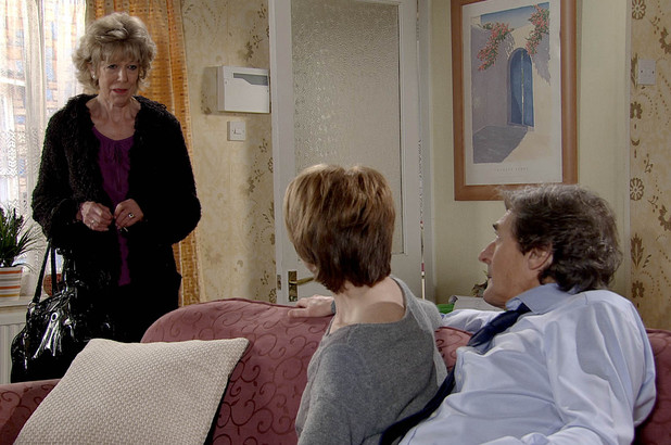 8049: Audrey finds Gail close-up to Lewis after she failed to meet at the pub