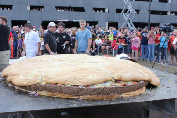 900kg cheeseburger