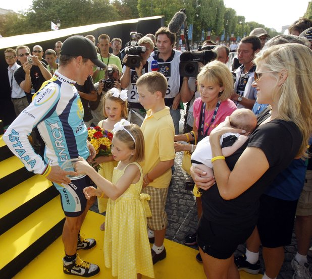 Lance Armstrong with girlfriend Anna Hansen, his mother Linda and four children at the 2009 Tour de France