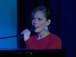 Alicia Keys performs 'Obama's On Fire' at The Commander In Chief's Ball.
