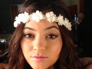 Kylie Jenner, Twitter, flowers in hair, 28th January 2013