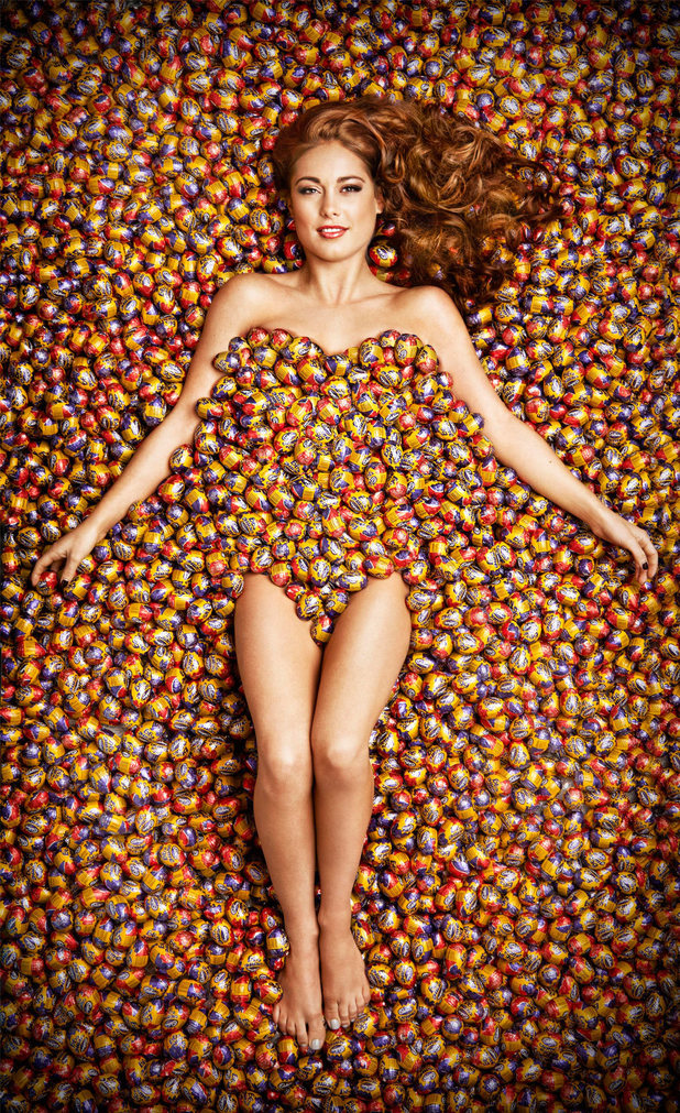 http://i2.cdnds.net/13/05/618x1011/showbiz-louise-thompson-creme-egg.jpg