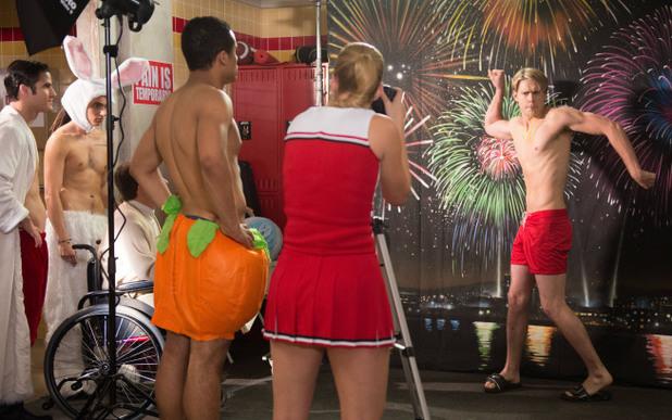 Glee S04E12: 'Naked'