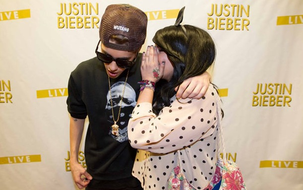 Justin Bieber whispers with the fan he groped.