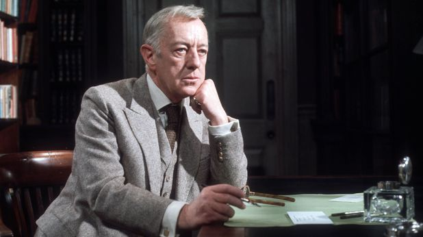 Sir Alec Guinness as writer Jocelyn Broome in 'The Gift of Friendship'