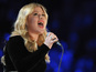 Kelly Clarkson, Shelton perform at ACMs