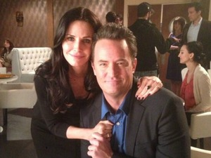Courteney Cox and Matthew Perry reunited on set of Go On.