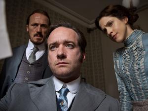 Ripper Street S01E08: Bennet Drake (Jerome Flynn), Edmund Reid (Matthew Macfadyen) and Em