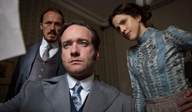 Ripper Street S01E08: Bennet Drake (Jerome Flynn), Edmund Reid (Matthew Macfadyen) and Emily Reid (Amanda Hale)