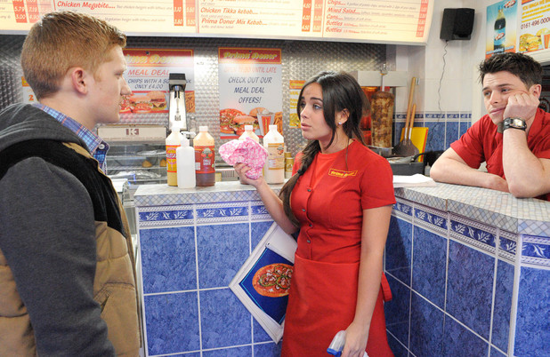 Chesney finds Katy in the kebab shop