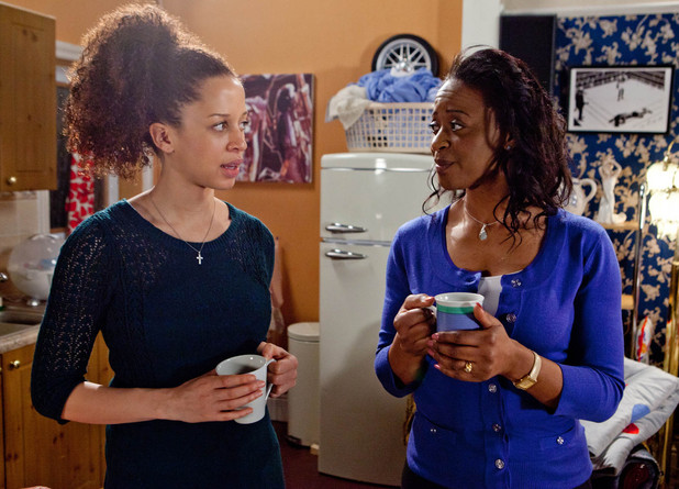 8075: Kirsty's mum Alison quizzes her on the absence of Tyrone and plays along with her lies about Tyrone's abusiveness