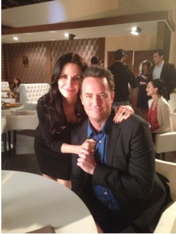 Matthew Perry and Courteney Cox on the set of &#39;Go On&#39;