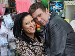Jessie Wallace and Shane Richie between takes.
