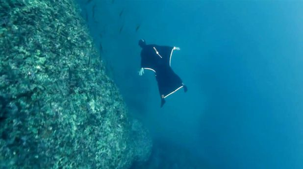 Oceanwings by Aqua Lung allow you to fly underwater
