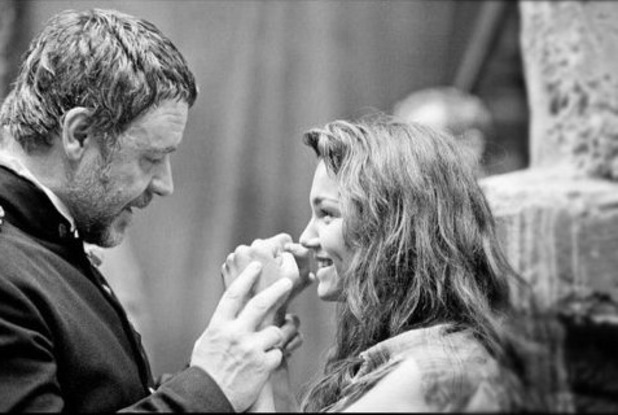 Russell Crowe Samantha Barks