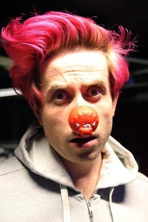 Nick Grimshaw dyes hair pink for Red Nose Day.