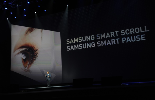 JK Shin introduces the Galaxy S4's Smart Scroll and Smart Pause features