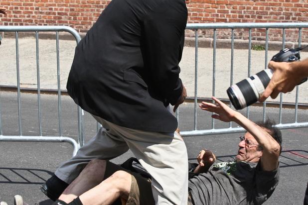 Alec Baldwin, paparazzo, attack